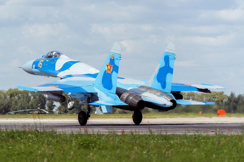 Сухой Су-27С (16 желтый) D800161a