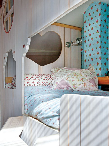 little-house-in-attic-kidsroom8.jpg