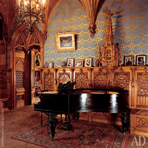 Готическая музыкальная комната после реставрации