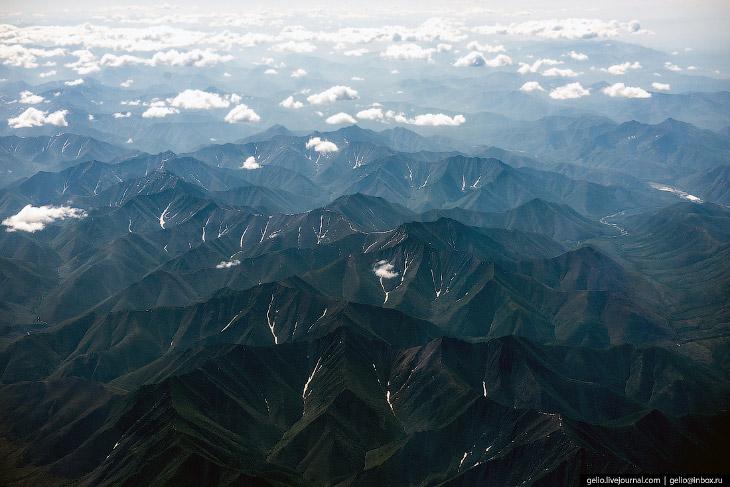 2. За Верхоянским хребтом начинается тундра Эльгинского плоскогорья. Средняя высота чуть меньше полу