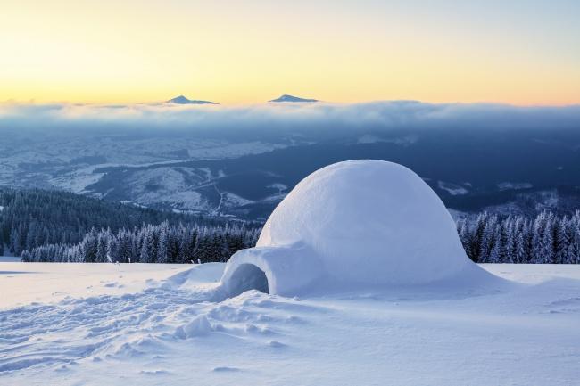 © depositphotos     Построенное повсем эскимосским канонам иглу может сохранять внутри т