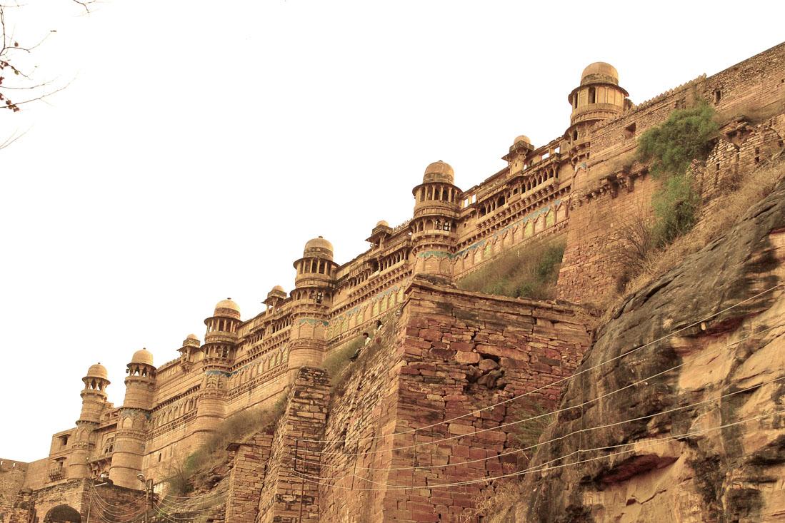 Крепостная стена (форт Гвалиор) — форт Гвалиор второй в Индии по площади, протяженность его крепостн