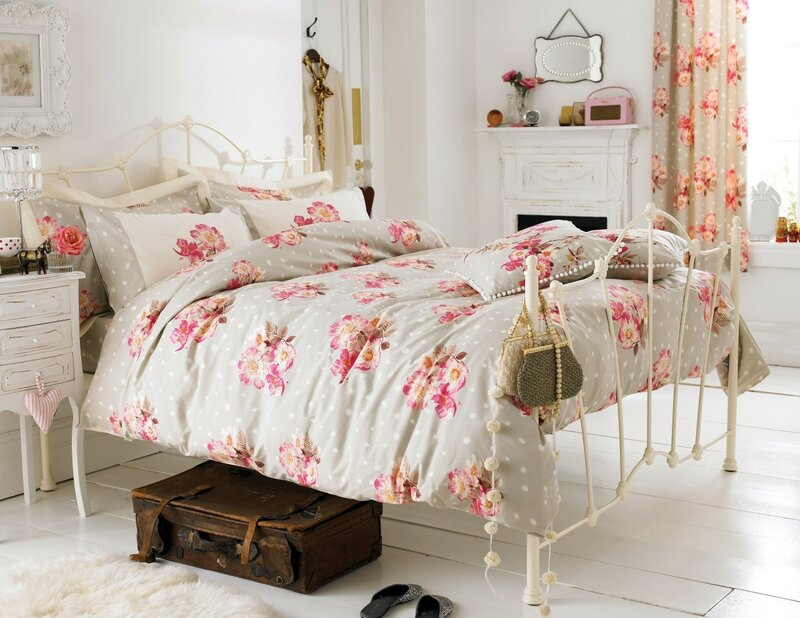 Provence-style-bedroom-Pastel-colors-and-the-lack-of-contrasts[1].jpg