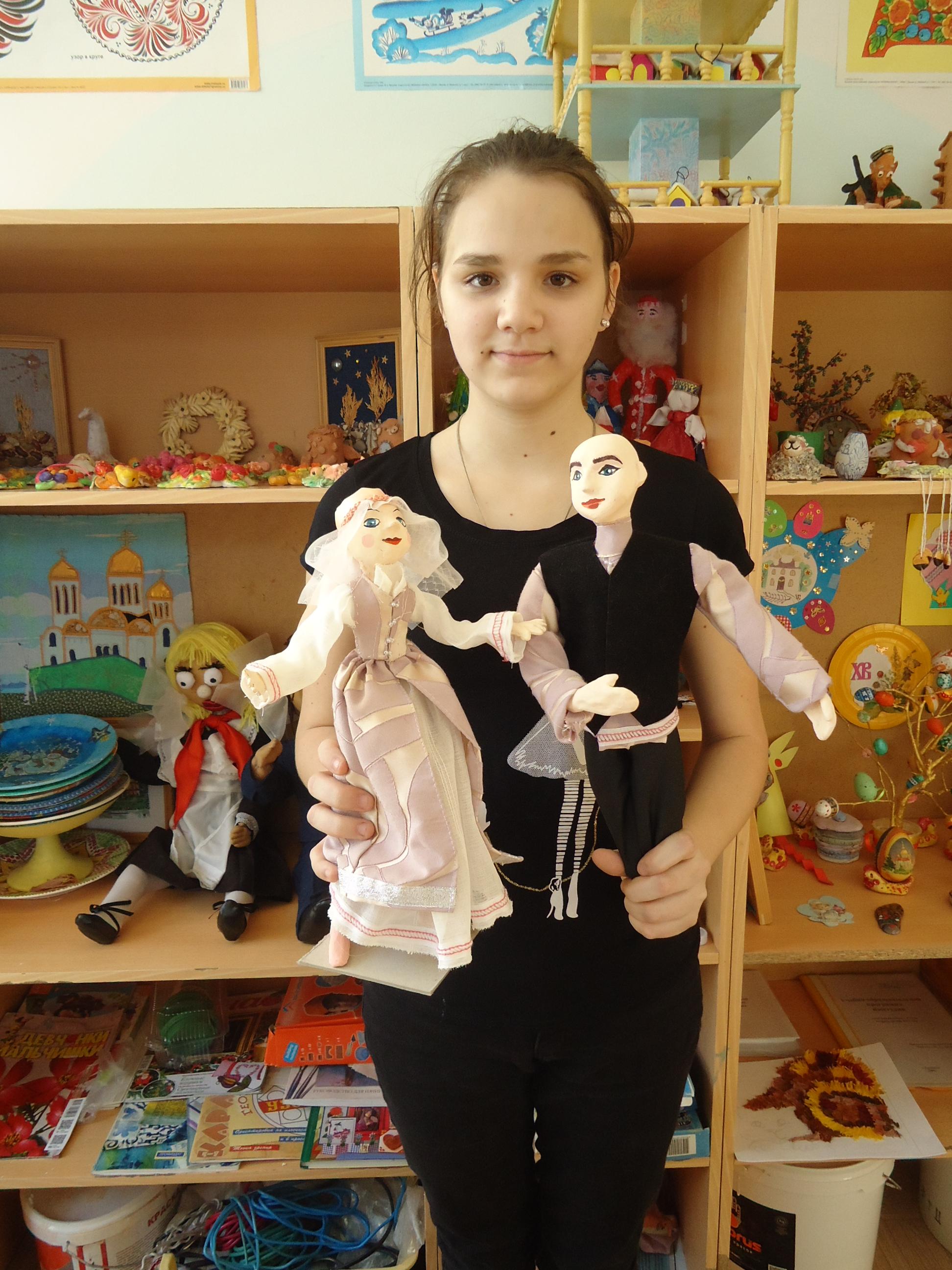 Лида одела кукол в еврейские костюмы