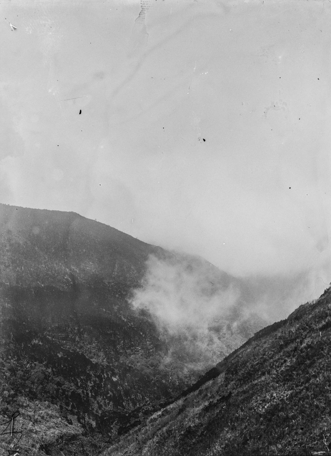 278. Вид с холма на долину в тумане
