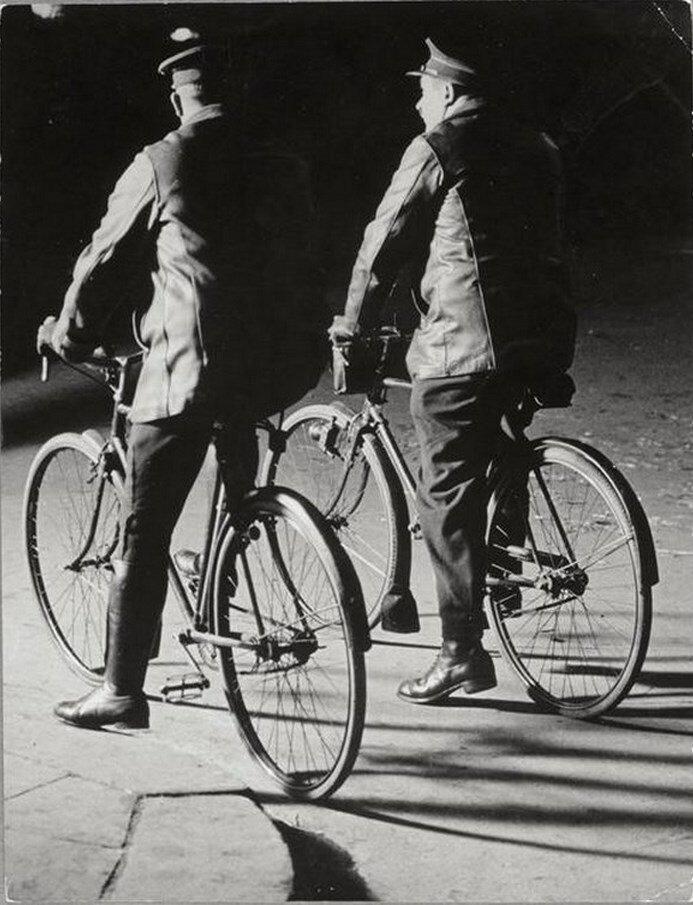 1931. Двое полицейских на велосипеде