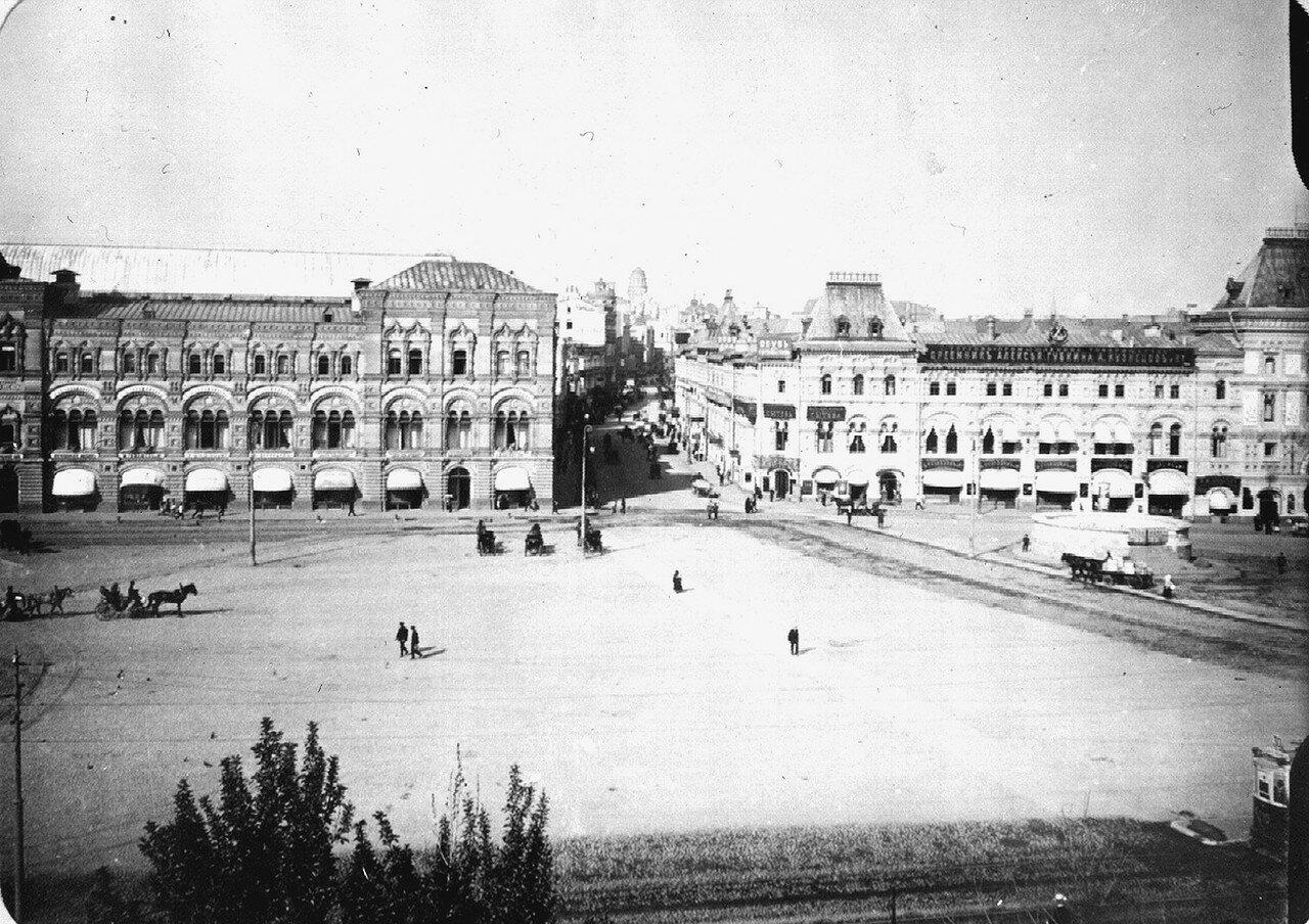 629. Вид на начало Ильинки с кремлевской стены