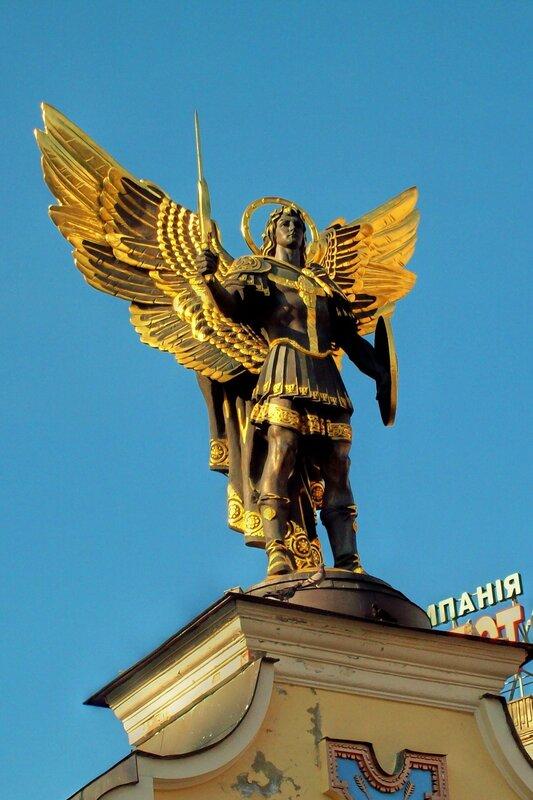 Фигура Архангела на Лядских воротах