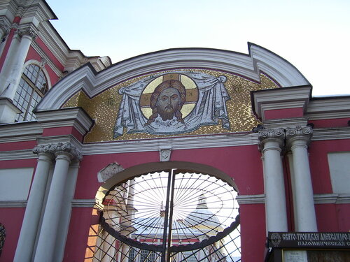 Вход в Александро-Невскую Лавру*