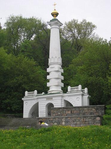 Колонна Магдебургского права, она же Нижний памятник Владимиру, она же памятник Крещения Руси