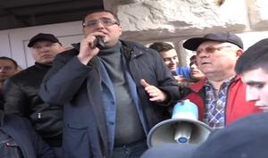 Ренато Усатый на свободе - толпа выносит политика на руках