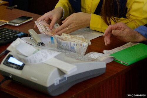 Молдаван призвали готовиться к задержке пенсий и зарплат