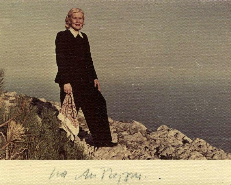 Любовь Орлова в Крыму, на вершине Ай-Петри. 1949 год.jpg