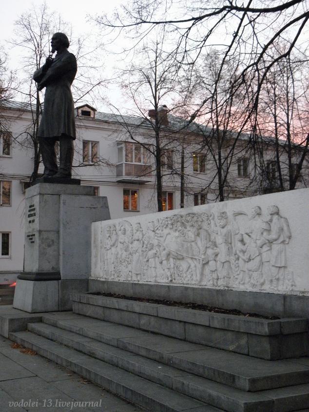 Памятник Н. А. Некрасову в Ярославле