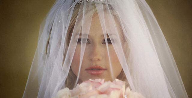0 1293fe f139512d orig Свадебные наряды невесты в разных странах (головной убор)
