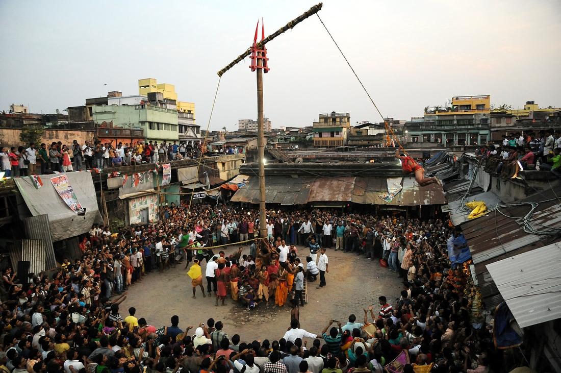 Charak-Pudzha-festival-boli-v-Indii-18-foto