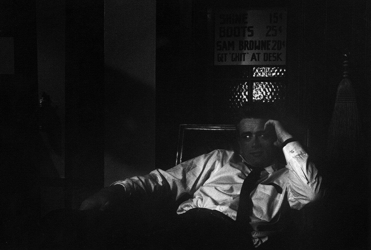 1955. Джеймс Дин на студии Warner Bros. на съемках «Бунтовщика без причин»