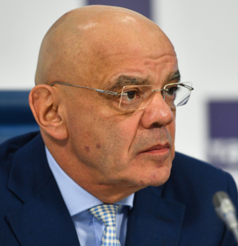 Константин Райкин планирует вернуться насцену 15января
