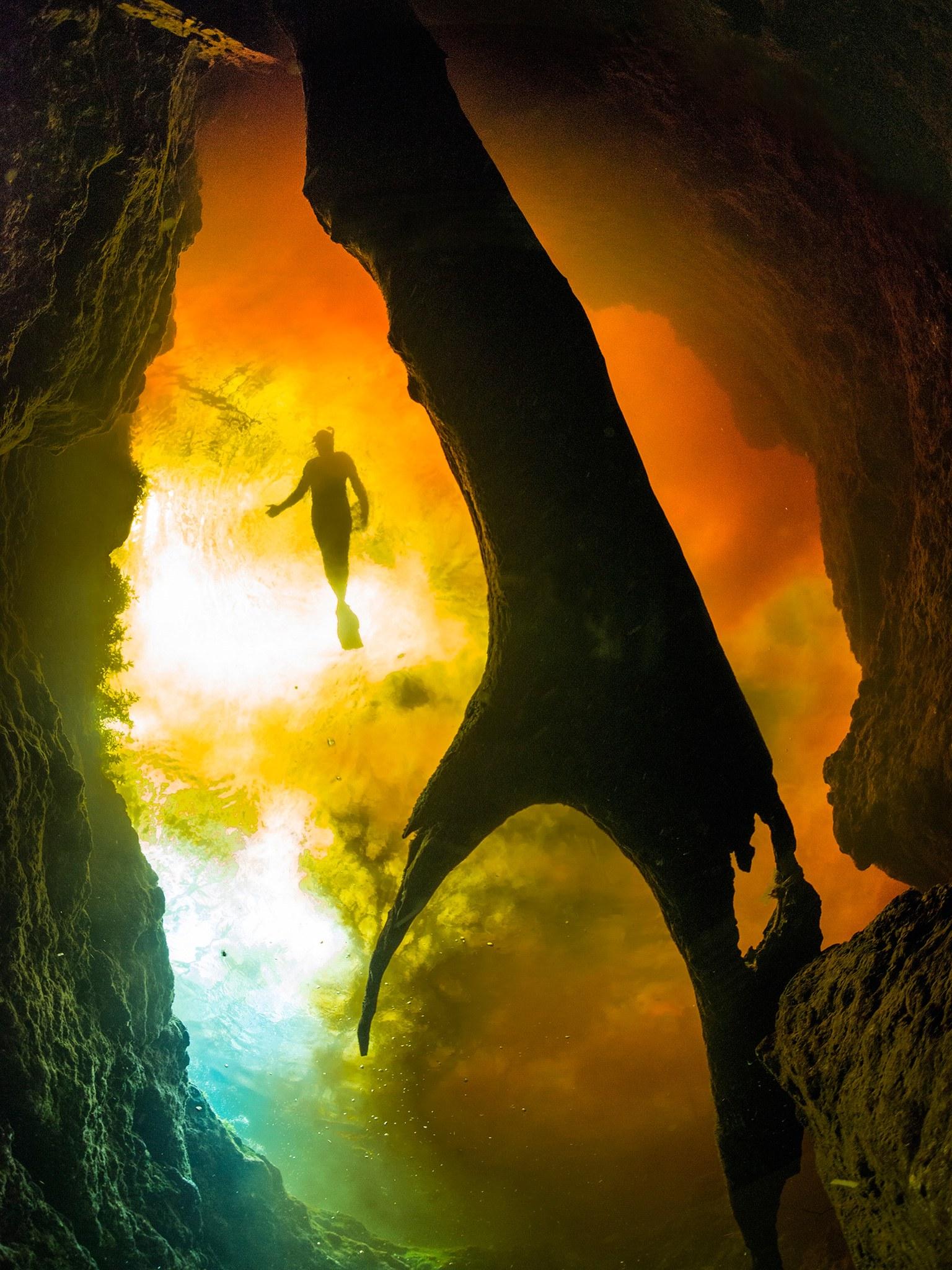 3. Подводная пещера Джинни Спрингс, Флорида, США. Очень красивая и большая пещера с кристально чисто