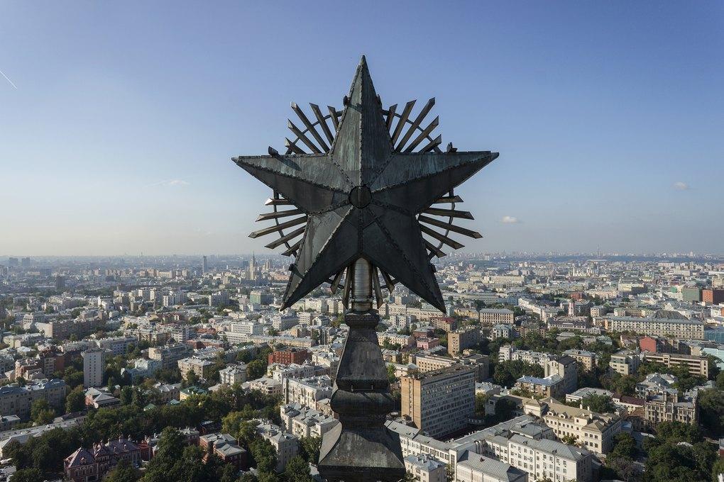 Zvezdy-stalinskix-vysotok-kotorye-vy-nikogda-ne-videli-8-foto