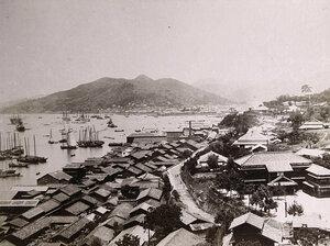 Вид на бухту и жилые дома.