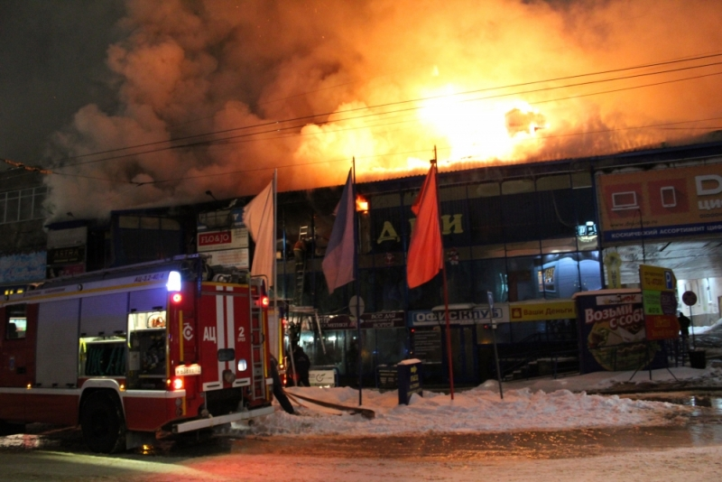 Неменее  200 кв. мпострадало отпожара ворловскомТЦ «Атолл»