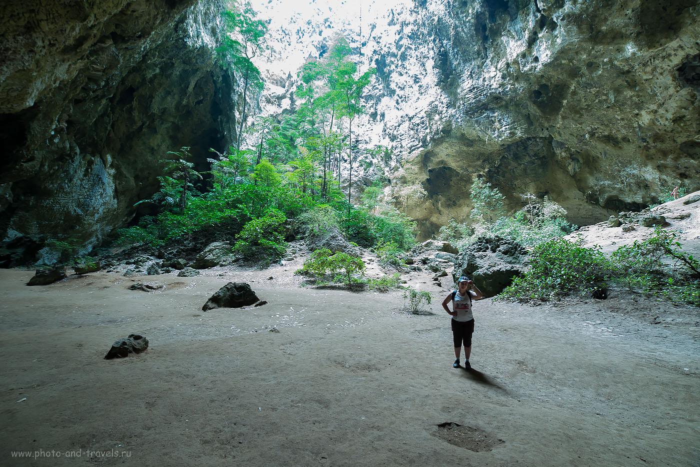Фото 16. Одни в пещере  Прайя Накхон, что расположена в национальном парке  Кхао Сам Рой Йот (Khao Sam Roi Yot). (800, 14, 8.0, 1/4 сек.)