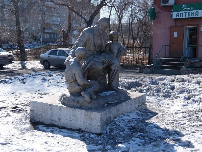 Белово | Памятник Ленин и дети