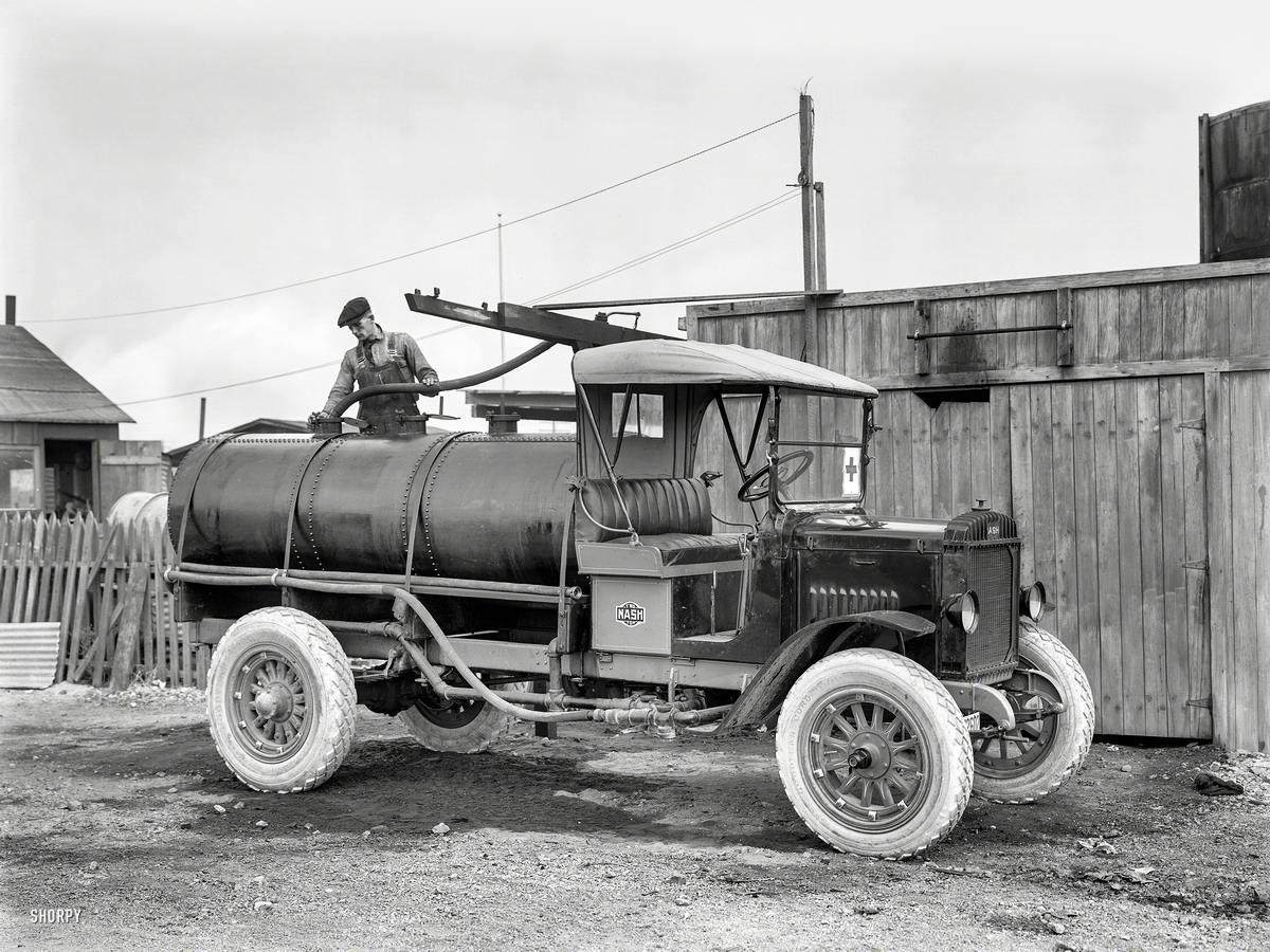 Грузовые автомобили начала 20-го века на снимках американских фотографов (4)