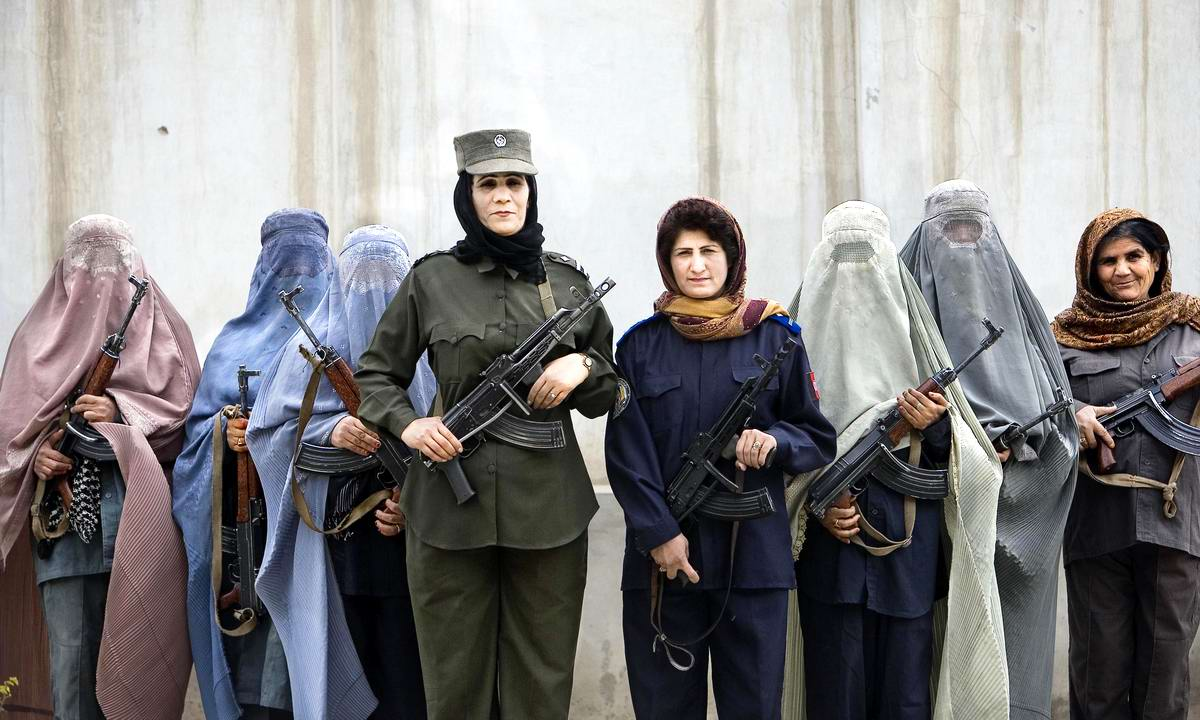 Афганские женщины из спецподразделений МВД Афганистана: картинки из жизни (1)
