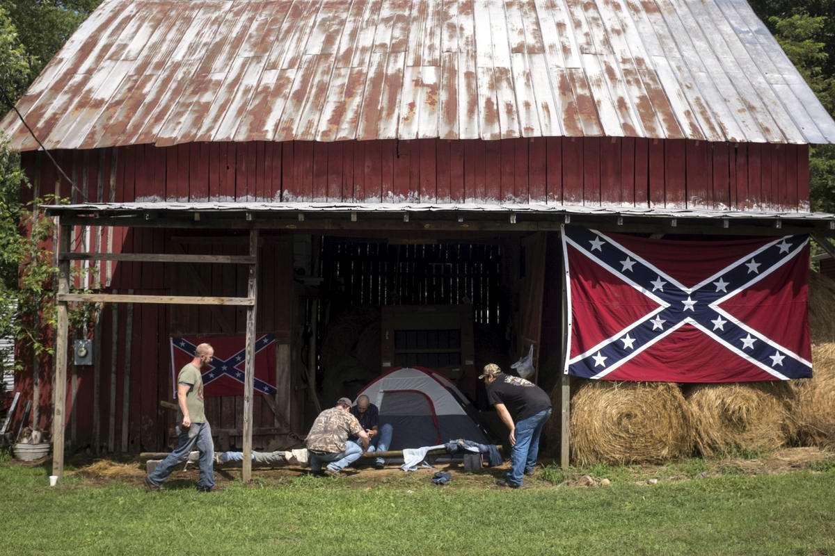 Торжество толерантности: Американский Ку-Клукс-Клан в новой подборке снимков фотографа Johnny Milano (6)