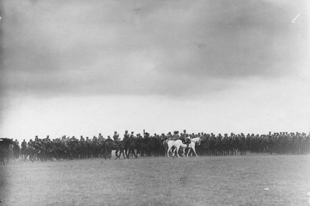14. Император Николай II проводит смотр. 25 июля 1913