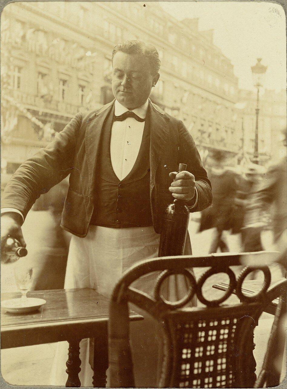 1903. Официант парижского кафе
