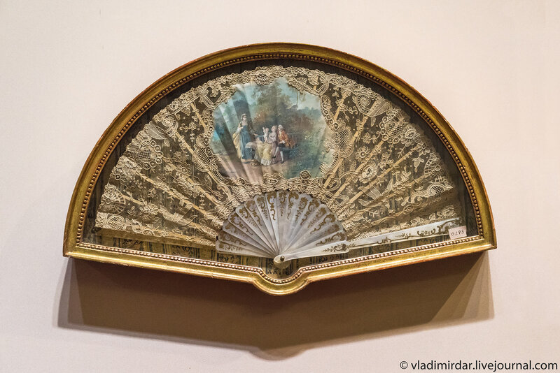 Веер «Семейная сцена». Франция. Конец 1890-х.