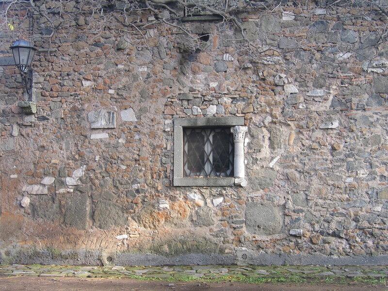 Стена из обломков