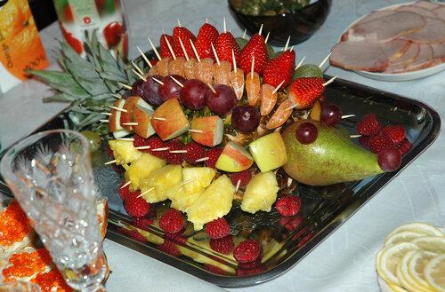 Как украсить детский стол из фруктов