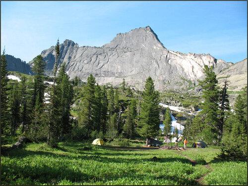 Больше - не каждый новичок выдержит.  Ергаки находятся в горах Западного Саяна.  Мы ездим туда каждое лето.
