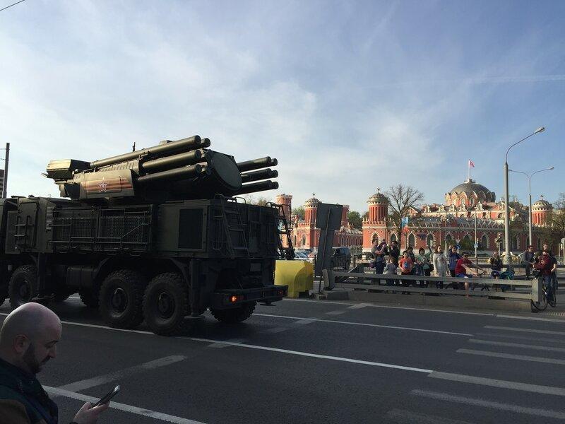 Панцирь-С1— самоходный зенитный ракетно-пушечный комплекс