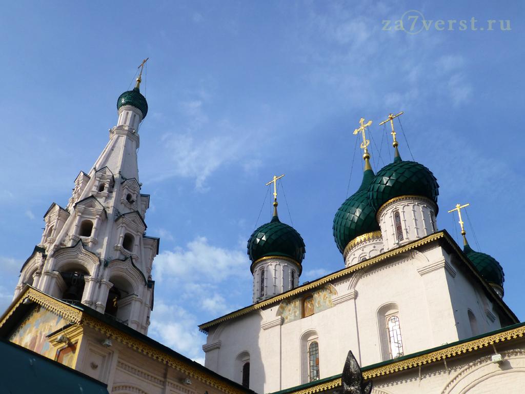 Купола и колокольня. Церковь Илии Пророка в Ярославле