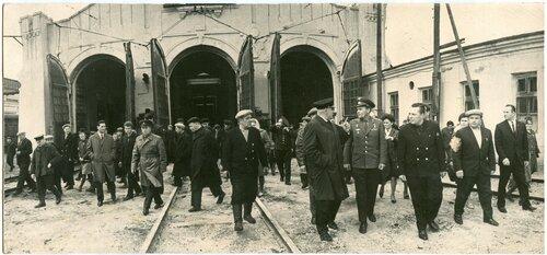 Космонавт Владимир Шаталов в депо Петропавловск, 1969.jpg
