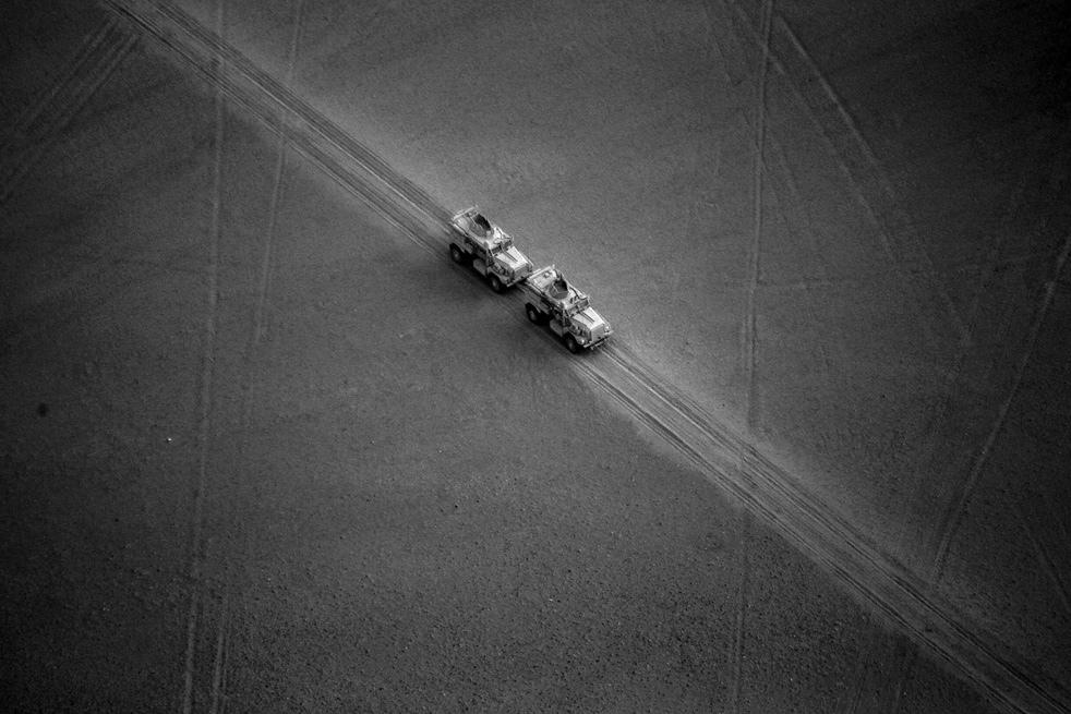 5. Американские морпехи на бронетранспортерах в провинции Гильменд. (AP / Kevin Frayer)