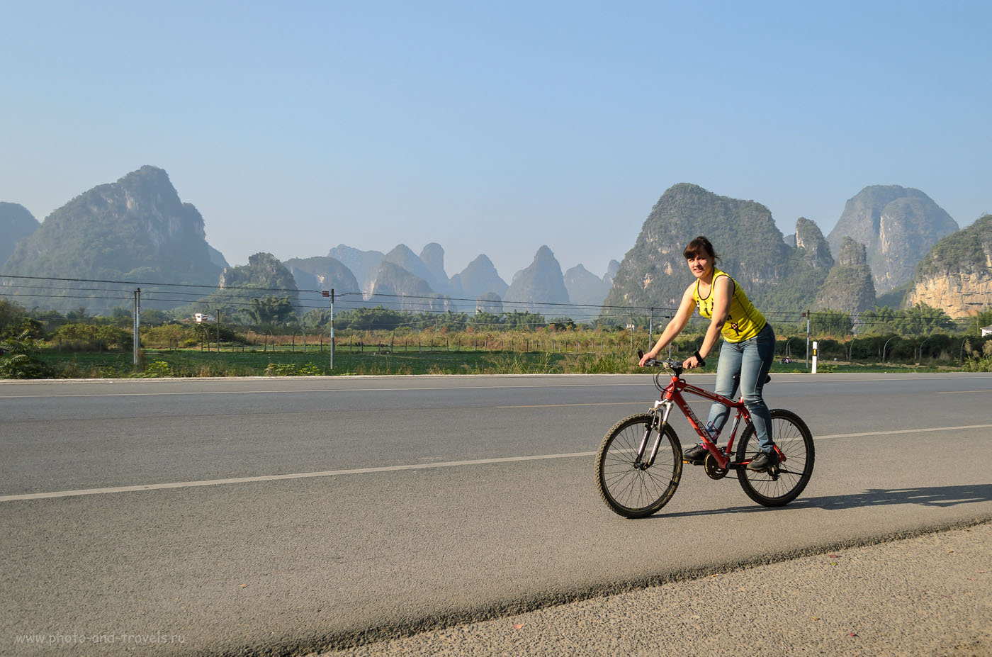 Фотосессия на велосипедах по дороге к горе Лунный Холм (Moon Hill) в окрестностях городка Яншо. Отдых в Китае самостоятельно.