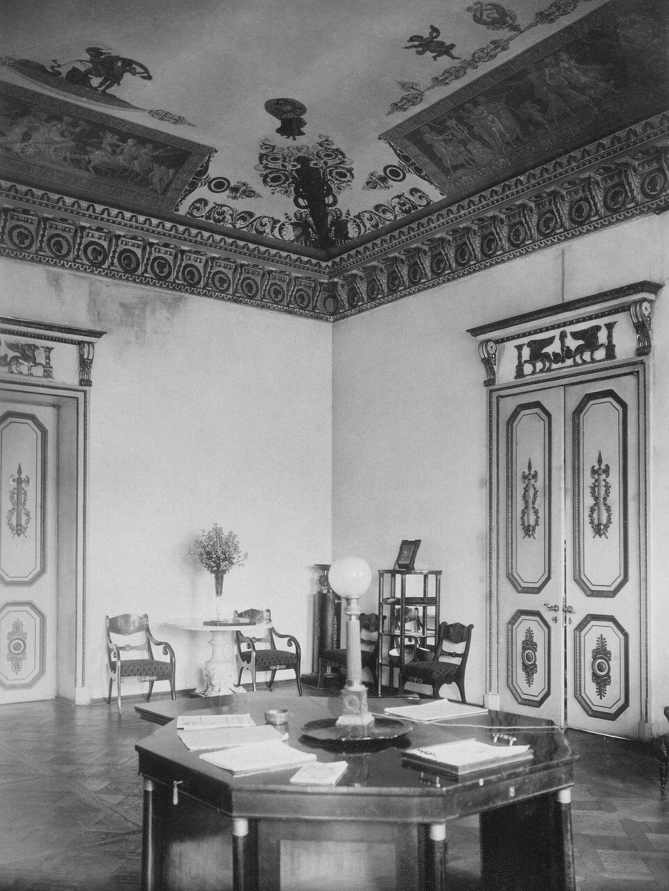 Голубая гостиная во дворце графов Бобринских на Галерной улице