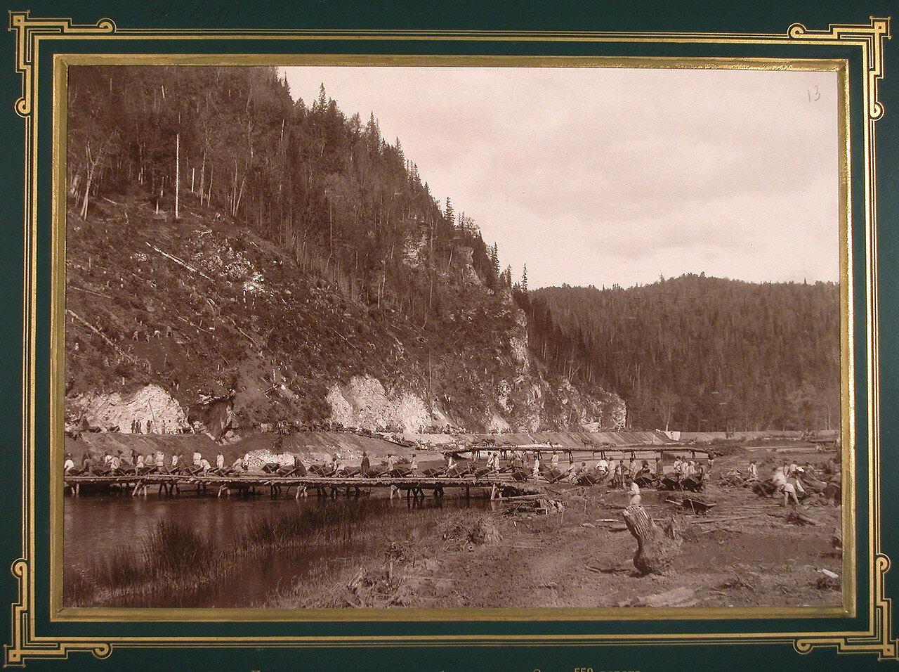 13. Местные жители во время земляных работ вдоль реки Сим. 558-я верста, 1885-1889