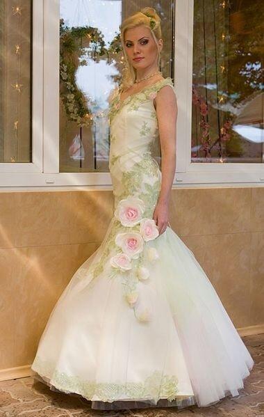 Розово - зеленое свадебное платье