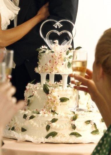 Почему свадебные торты многоярусные