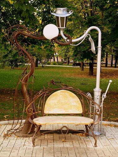 парк кованых фигур в городе Донецке