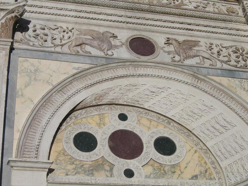 Мраморная декорация Скуолы Сан-Марко