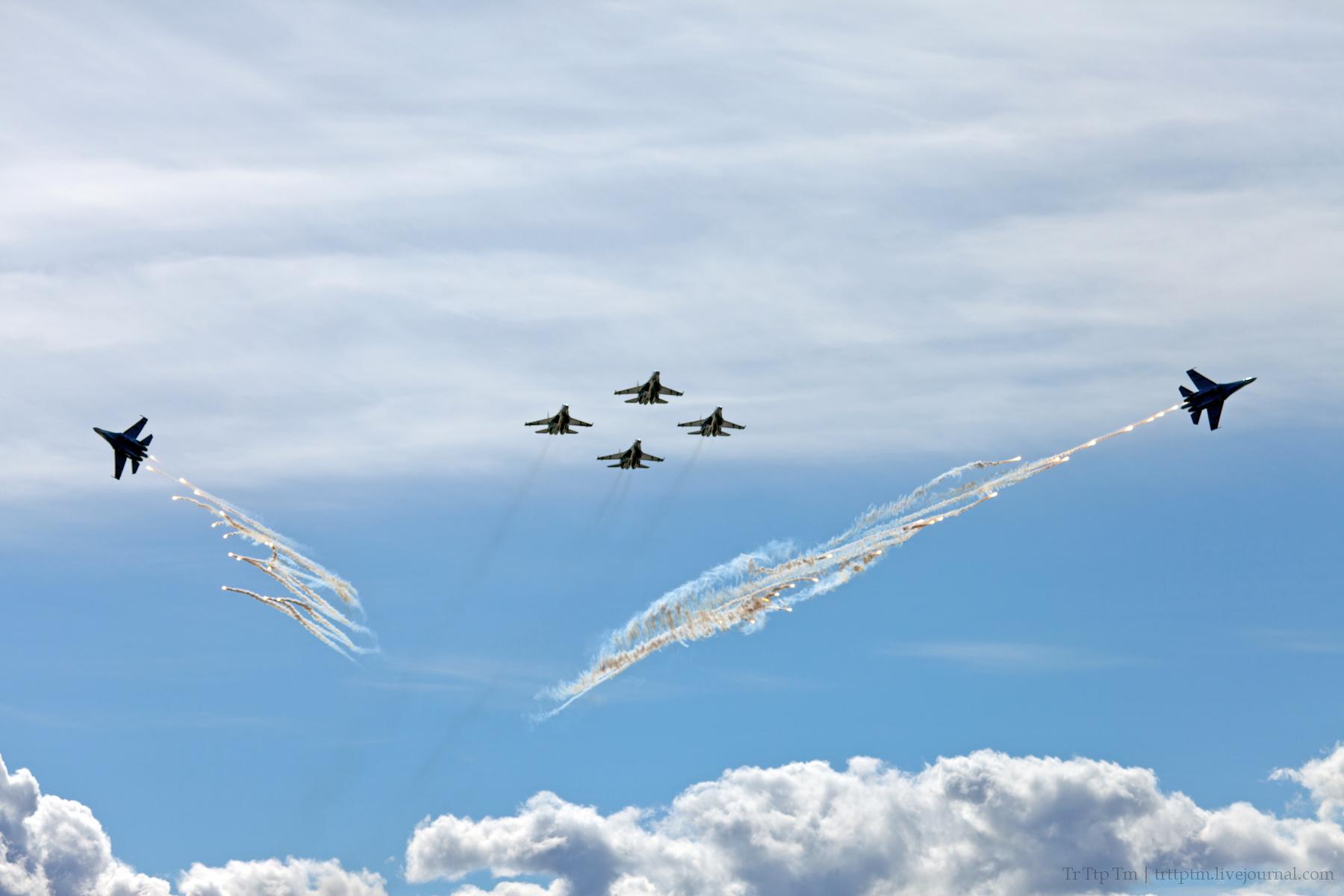 11. Военная авиация над Маркизовой лужей.