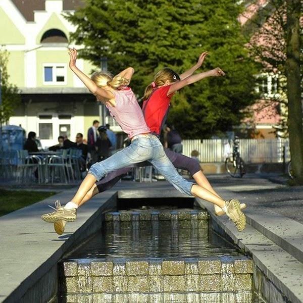 Радостные фотографии прыгающих людей и животных 0 130936 98395de7 orig